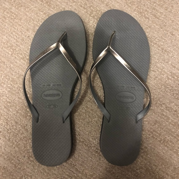 "f589a6e54bb2 Havaianas Shoes - LIKE NEW havaianas ""You Metallic Steel Grey"""